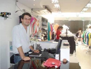 André Moretto, dono da loja Via 14, afirma que realiza planejamento constante