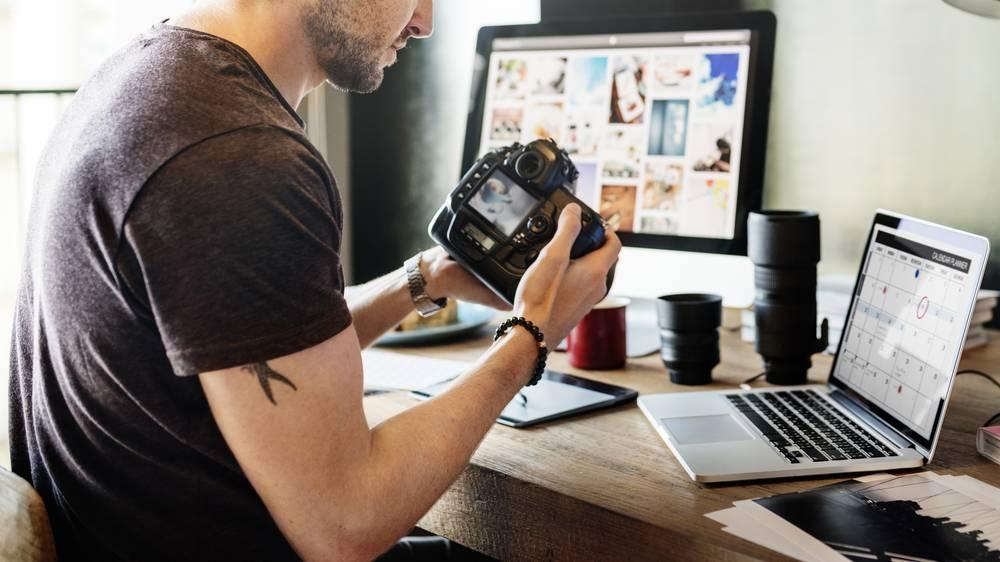 Uma boa foto tem o poder de alavancar as vendas da sua loja virtual, e a melhor parte é que, nem sempre é necessário contratar um profissional ou utilizar equipamentos de última geração.