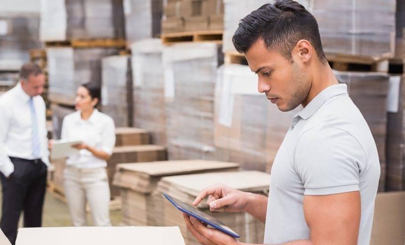 O dilema do controle de estoque é que, sem mercadoria para atender o cliente, a empresa o perdea venda para o concorrente, mas um estoque muito robusto pode comprometer o caixa.