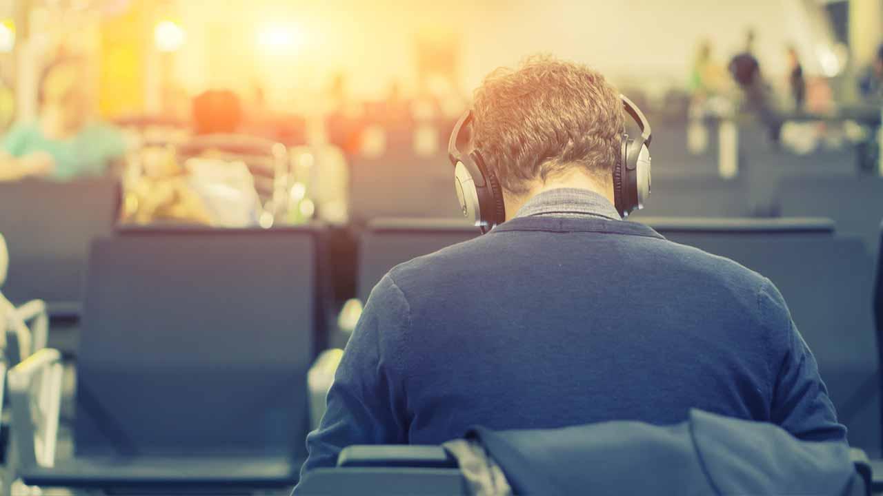 Ouvir música no trabalho ajuda ou atrapalha?