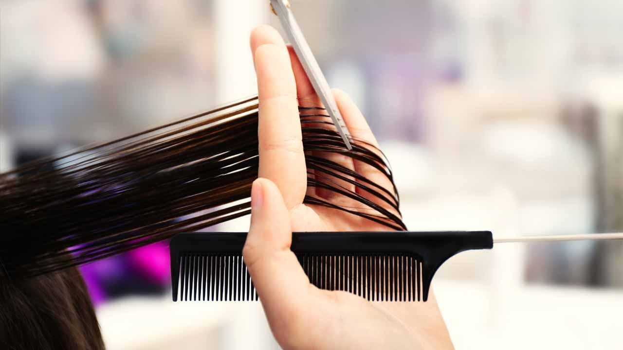 """Quem tem um salão sabe da necessidade de profissionais como cabelereiros e manicures. A Lei """"Salão Parceiro-Profissional Parceiro"""" regulamenta essa relação."""