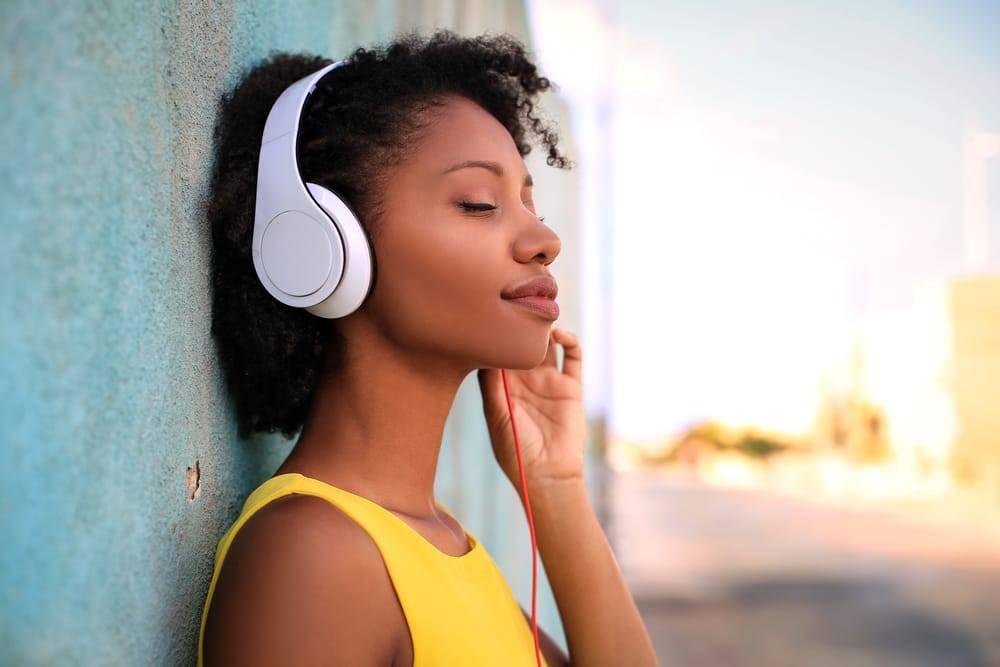 Como criar uma identidade musical para uma empresa?