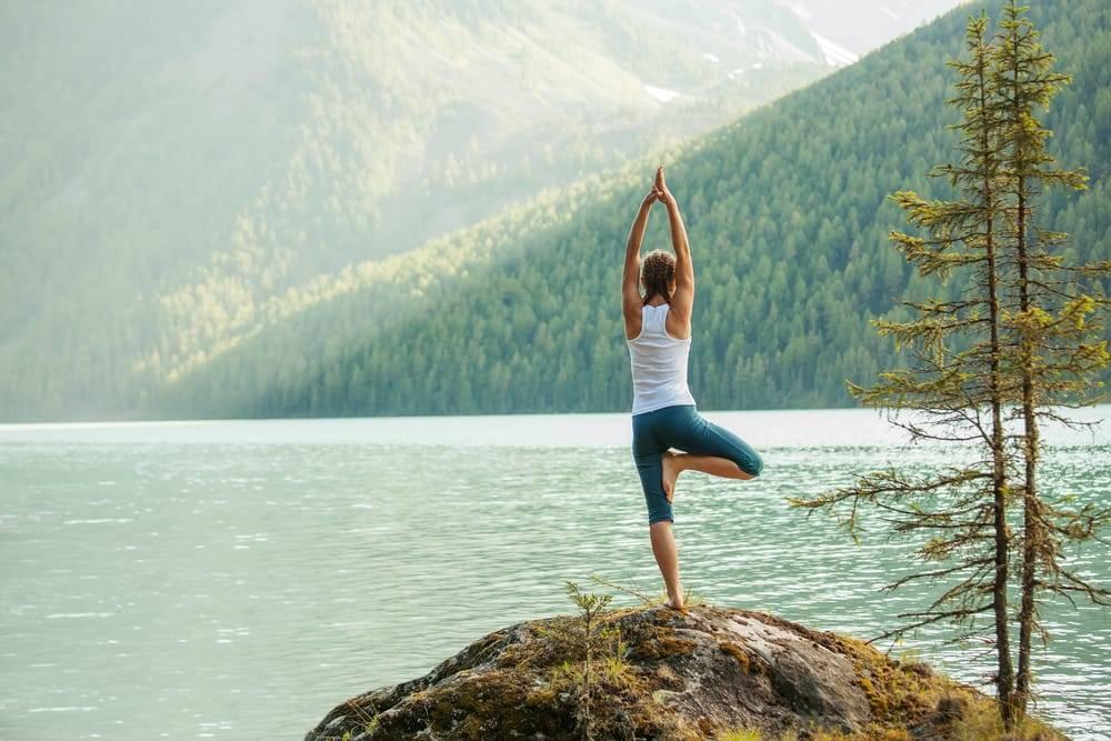 Para prevenir o estresse, recomenda-se um estilo de vida mais saudável, que inclua alimentação balanceada, atividades físicas, distância do álcool e do fumo e o controle do estresse.