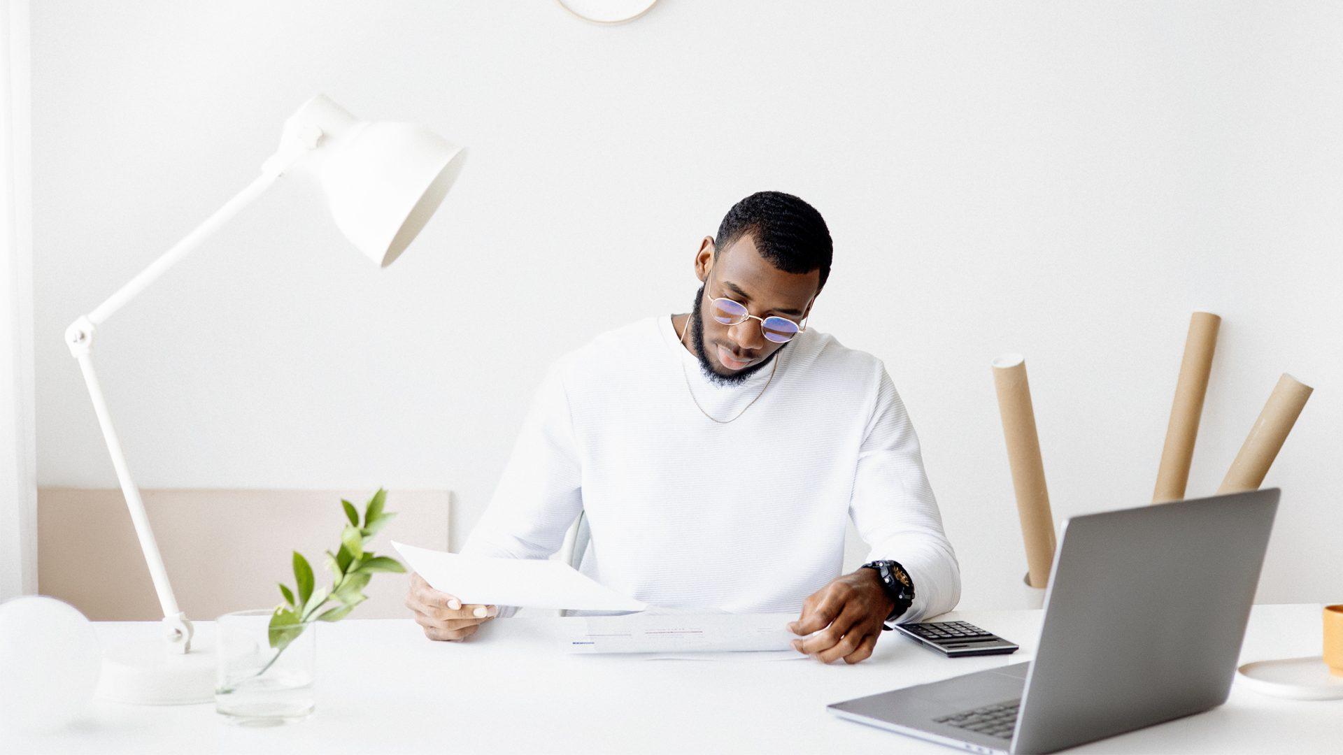 empreendedor verificando o processo de formalização