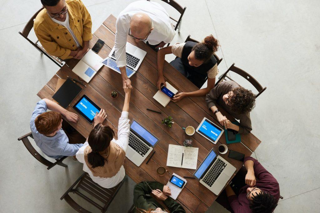 reunião entre equipe é otimizada com o gerenciamento de tempo