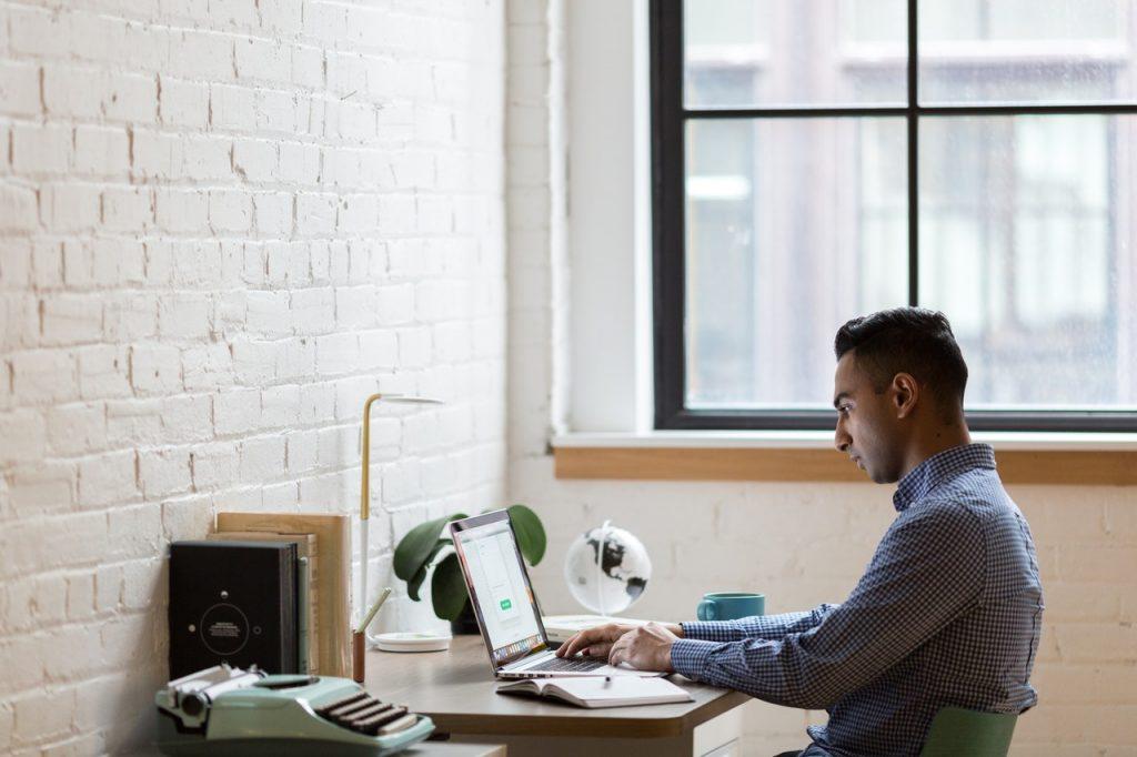 empreendedor em processo de registrar sua marca junto ao INPI