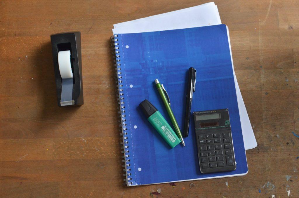 Quais as ferramentas e sistemas acessíveis para a organização das finanças da minha empresa?